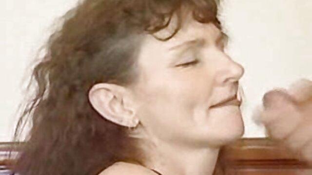 Una mujer asiática fabulosamente hermosa, que se ha bajado las bragas negras, hace girar su culo redondo y excitante frente a su amado novio, después de videos xxx españolas maduras lo cual se divierte insaciablemente con su polla rápidamente fortalecida y se la inserta en el culo.