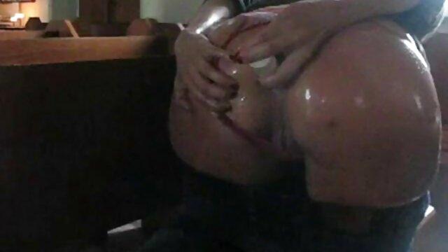 Un tio lindo se quita una puta lesbianas xxx español y se la folla en sexo anal en su habitación