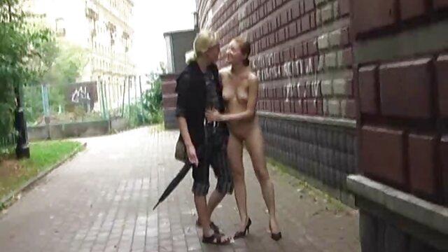 Bastante perra se masturba en videos porno doblados al español webcam