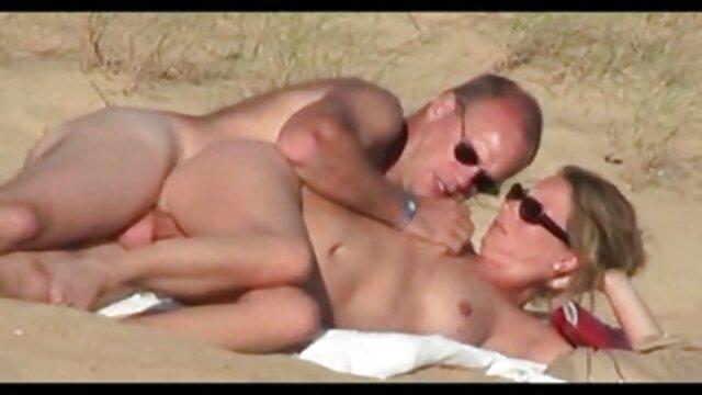 Puta colombiana se masturba en la webcam porno x español