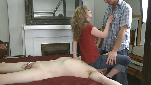 La videos comlouder chica le ruega a su novio que se la meta en el coño