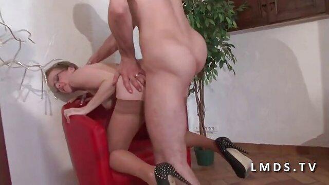 Un negro guapo y sexy se folla a una hentai en español latino rubia alemana tetona