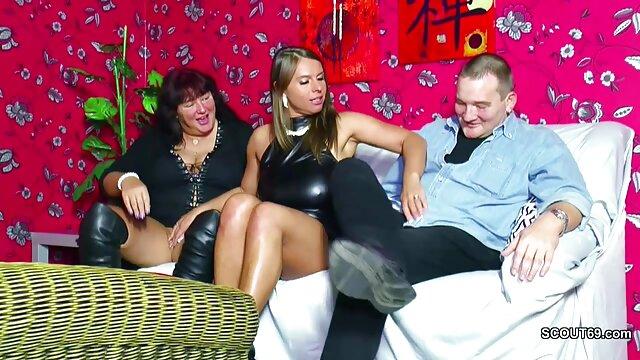 Transexual caliente con una polla enorme españolas foyando se folla a un chico en el sótano