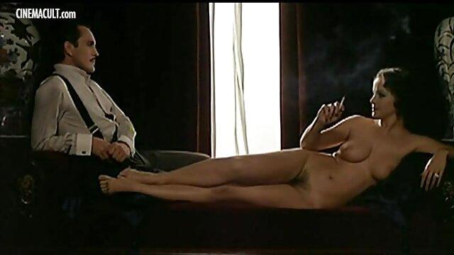 El chico es seducido por una chica joven y muy simpática de apariencia muy tímida, pero en realidad solo sueña con xnx en espanol meterse en su pene lo antes posible.