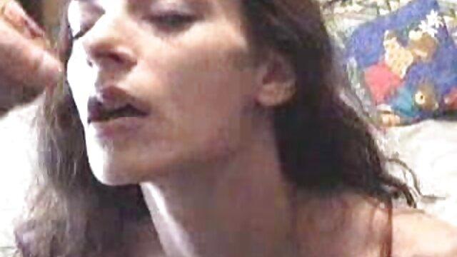 Lamió porno español publico el coño a una perra en la piscina