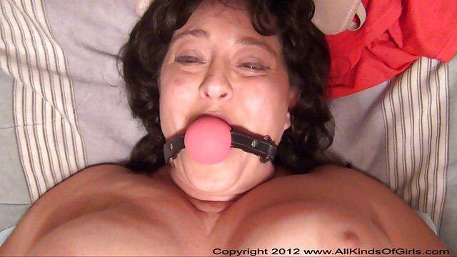 Una joven rubia pormo españolas encendió una webcam y se toqueteó el coño
