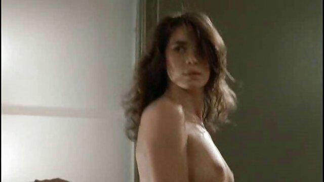 La rubia va a competir por el papel principal en una película porno, y está lista para masturbarse frente a la cámara e incluso mamar al video pono español operador, si tan solo consigue el codiciado papel.