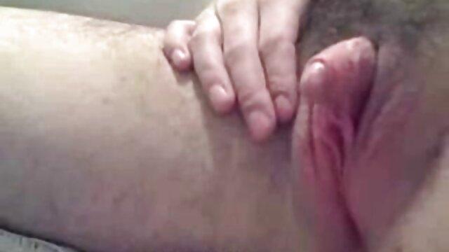 Un hombre se folla a una joven zorra con su gran polla y le vierte esperma en la videos gratis xxx en español cara