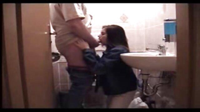 La guarra pelirroja enciende la webcam y folla con su videos eroticos en español amado