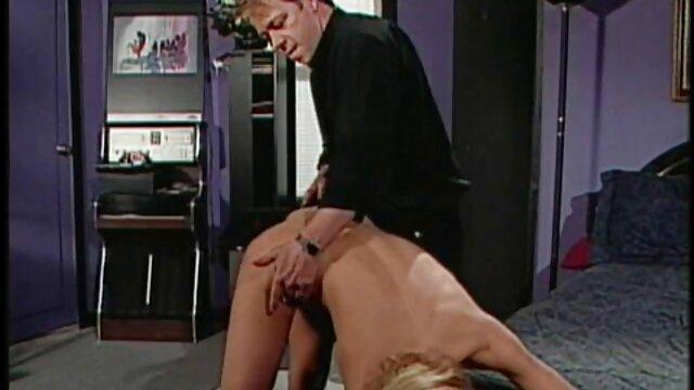 Masajista pornoenespañol tetona da masaje excitante a cliente sexy
