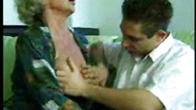 Belleza gordita espanolasxxx se masturba el coño en el escritorio y folla con el jefe