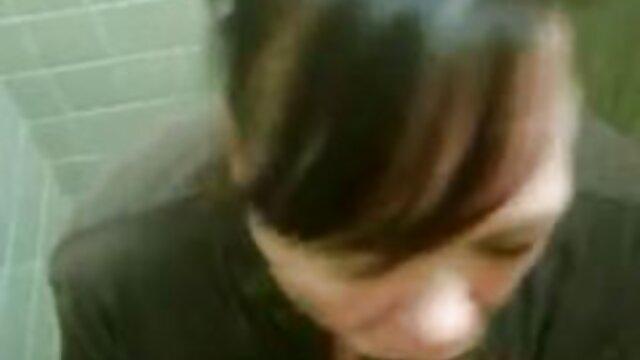 La morena premió a su amante afeitado videos porno cortos en español con un bello sexo