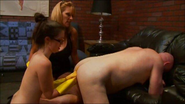Un hombre calvo compró muy zorras en español una modelo y se folla apasionadamente a una joven morena