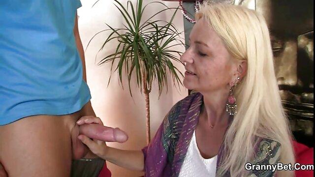 Colección pornogratisenespañol de corridas con mamá alemana madura. Tía se masturba pollas y como recompensa recibe inyecciones de esperma en la cara