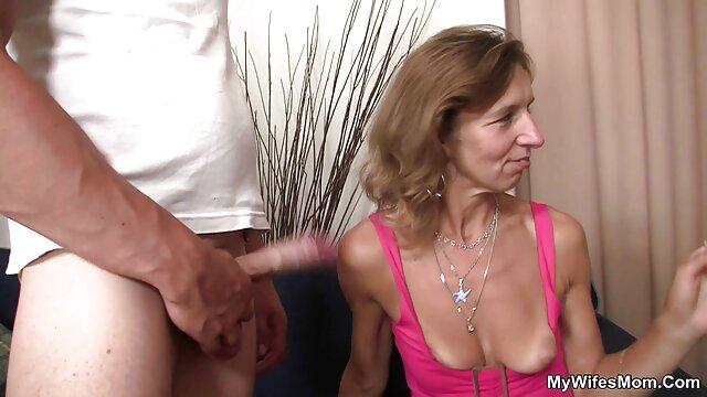 Dos rubias calientes seducen a peliculas porno con argumento en español un joven