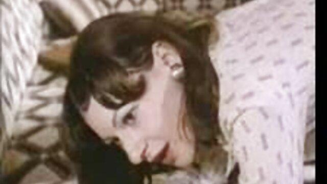 Un hombre sueña con convertirse en protagonista de peliculas porno online gratis una película porno y graba en cámara su follando con su mujer