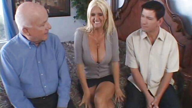 Nena caliente inserta un consolador en el culo porno online español de una perra