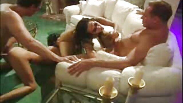 La jovencita Anna Kolarova en porno español historias hermosa lencería sexy se masturba