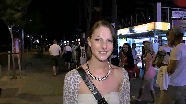 Morena gótica ama porno en familia español chupar una polla gorda